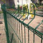 Забор вокруг спортивной зоны