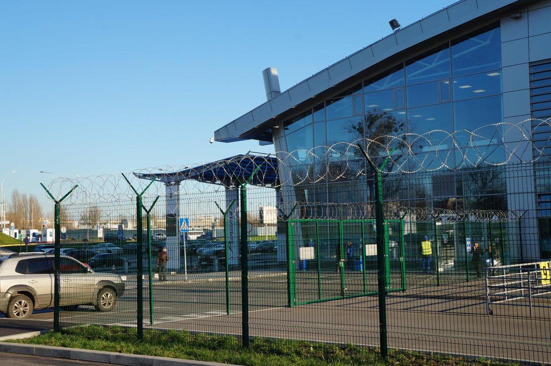 Металлический забор для ограждения аэропорта Борисполь