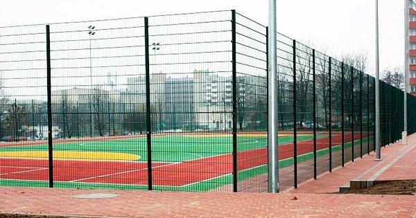 Ограждение спортивной школьной площадки