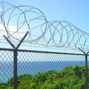 """Спиральный барьер безопасности «Егоза», d-900mm, 3 скоб соединения - Фото № """"1"""""""